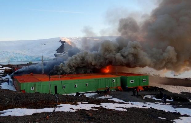 Incêndio de 2012 na base brasileira antiga